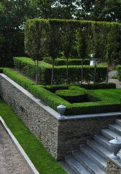 garden design ideas for a long narrow garden Front Garden Landscape, Hillside Landscaping, Terrace Garden, Back Gardens, Outdoor Gardens, Landscape Architecture, Landscape Design, Sloped Garden, Garden Steps