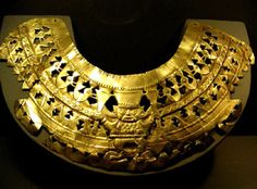 Gold necklace from the Sipan culture