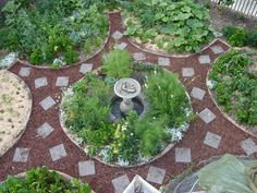 Permaculture garden is a method of gardening that seeks to establish a balance with nature. This self-sustaining garden provides numerous benefits. Permaculture Design, Permaculture Garden, Potager Garden, Herb Garden, Edible Garden, Raised Garden Beds, Organic Gardening, Vegetable Gardening, Veggie Gardens
