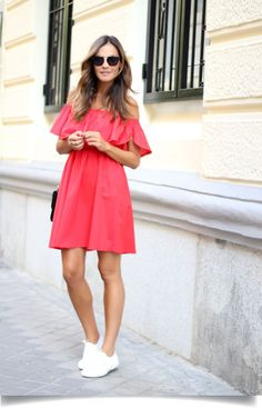 vestido ombro a ombro, vestido curto, mini vestido, vestido vermelho, tênis branco, vestido ciganinha, tenis branco, moda, roupas da moda, blog de moda, vestido da moda, roupas femininas