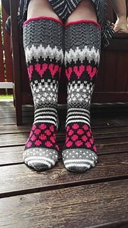 Ravelry: Viiden ohjeen paketti pattern by Mia Sumell Diy Crochet And Knitting, Crochet Slippers, Loom Knitting, Knitting Socks, Knitting Patterns, Wool Socks, My Socks, Knitted Blankets, Knitted Hats
