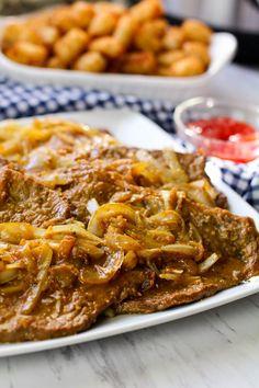 Easy Bistec Encebollado (steak and onions) Recipe - Puerto Rican Food Puerto Rican Recipes, Onion Recipes, Meat Recipes, Mexican Food Recipes, Cooking Recipes, Latin Food Recipes, Puerto Rican Dishes, Puerto Rican Cuisine, Recipies