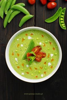 Summer Soup - Green Pea Avocado Mint with Chili-Oil (in Polish) World Recipes, New Recipes, Soup Recipes, Vegetarian Recipes, Recipies, Food Presentation, Soup And Salad, Soups And Stews, Food Styling