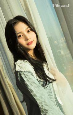 K-Pop Babe Pics – Photos of every single female singer in Korean Pop Music (K-Pop) Kpop Girl Groups, Korean Girl Groups, Kpop Girls, K Pop, Kim Ye Won, Cloud Dancer, Korean Entertainment, G Friend, Female Singers