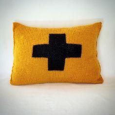 Coussin en tricot jacquard jaune moutarde et noir. : Textiles et tapis par au-coeur-des-choses