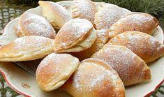 Kynuté tvarohové taštičky Snack Recipes, Snacks, Hamburger, Chips, Bread, Food, Snack Mix Recipes, Appetizer Recipes, Appetizers