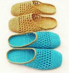 These cute slippers are made using Raffia, a light and strong fiber. It is perfect for footwear, not as soft, pliable or stretchy as normal yarn but amazingly comfortable. Instructions are included for the raffia and a size 3 crochet thread. Crochet Sole, Crochet Sandals, Thread Crochet, Diy Crochet, Crochet Crafts, Crochet Stitches, Crochet Slipper Boots, Crochet Boot Cuffs, Crochet Slipper Pattern