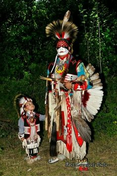 What Can Native American Culture Teach Us about Survival and. Native American Children, Native American Pictures, Native American Artwork, Native American Regalia, Native American Beauty, Native American Artists, American Spirit, American Indian Art, Native American History