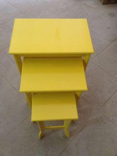 Mesa em mdf laqueado em amarelo