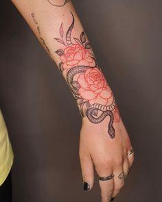 Hand Tattoos for Women . Hand Tattoos for Women . Unique Tattoos, Beautiful Tattoos, Small Tattoos, Unique Tattoo Designs, Amazing Tattoos, Shaded Tattoos, Unique Forearm Tattoos, Modern Tattoos, Flower Tattoo Designs