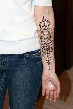 Ideas Tattoo Lotus Forearm Henna For 2019 Henna Tattoo Hand, Henna Tattoo Designs, Henna Mehndi, Henna Art, Hand Tattoos, Modern Henna, Modern Mehndi Designs, Latest Mehndi Designs, Henna Inspired Tattoos