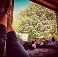 Un merecido descanso en #pumares en el #caminodeinvierno #jakobsweg #stjamesway #theway #pilgerweg #pilgern  #iperegrinos  #pilgrims #caminosantiago #caminodesantiago #elcaminodesantiago #buencamino #pilgrimage #peregrina #peregrinacion #ultreia #peregrinos #peregrina #senderismo #trekking  #hiking  #viaje #travel #walking #wayofstjames