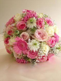 Mixed pink bride bouquet. So gorgeous :)