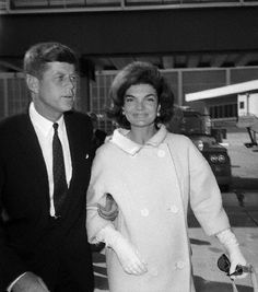 Kennedys at Idlewild Airport - - New York, NY: Senator John Kennedy and wife Jacqueline at Idlewild Airport Jacqueline Kennedy Onassis, John Kennedy, Estilo Jackie Kennedy, Les Kennedy, Jaqueline Kennedy, Caroline Kennedy, Lee Radziwill, John Junior, John Fitzgerald