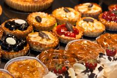 Got a sweet tooth? These ten traditional sweets from Belgium are a must-try. Waffles, Banana French Toast, Smoked Pulled Pork, Toasted Pumpkin Seeds, Small Meals, Chocolate, Mini Cupcakes, Sweet Tooth, Bakery