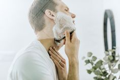 Razor bumps, ingrown hairs, post-shave irritation: all the bane of any shaving man's existence. But there's no reason to suffer in silence. We tell you how to get rid of razor bumps, using only a few, easy to find over-the-counter products. Beauty Advice, Beauty Hacks, Beauty Quiz, Beauty Quotes, Best Shave, How To Cut Your Own Hair, Razor Bumps, Pre Shave, Starter Set