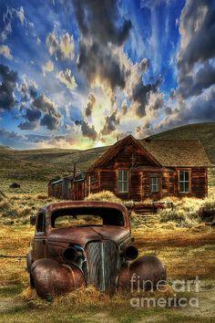 Abandoned Houses, Abandoned Places, Bodie California, Barn Pictures, Barn Art, Truck Art, Old Barns, Country Art, Vintage Trucks