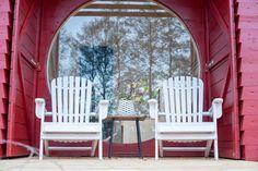 Sauna mit rundem Fenster Outdoor Chairs, Outdoor Furniture, Outdoor Decor, Haus Am See, Sauna, Porch Swing, Blue, Home Decor, Poland