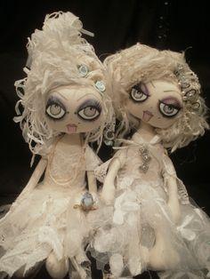 Dariela and Jerika, Tattered Ghosts by Lesley Jane Dolls Ugly Dolls, Creepy Dolls, Cute Dolls, Dolls Dolls, Rag Dolls, Halloween Ornaments, Halloween Crafts, Doll Crafts, Diy Doll