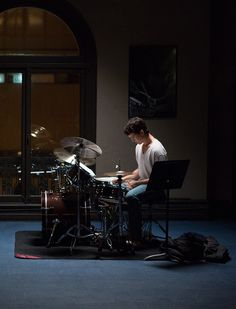 """""""I'd rather die drunk, broke at 34 and have people at a dinner table talk about me than live to be rich and sober at 90 and nobody remembered who I was."""" Whiplash (2014)"""
