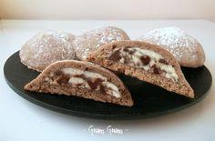 Biscotti di pasta frolla ripieni con ricotta e cioccolato | Ricetta