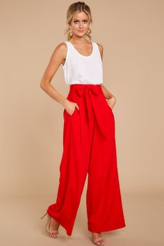 Awesome 42 fashionable dressy pants outfits ideas for summer. Flowy Pants Outfit, Red Dress Pants, Summer Pants Outfits, Red Dress Outfit, Dressy Pants, Red Pants Summer, Wide Leg Pants Outfit Summer, Outfit Pantalon Rojo, Red Wide Leg Pants