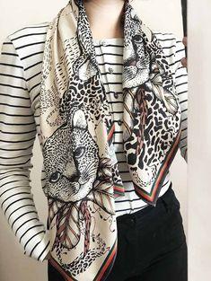 Dibujo a mano de Sofia Lapenta, 100% original, que imprime con técnicas artesanales en telas delicadas, utilizando tintas y materiales de altísima calidad, para lograr colores vivos y una definición que se observa con lupa #EstampasParaLupa Plaid Scarf, Blazer, Jackets, Women, Fashion, Magnifying Glass, Bold Colors, Fabrics, Down Jackets
