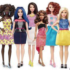 Finalmente una barbie tutta curve! Grazie Mattel per aver messo in pensione la Barbie anoressica e aver prodotto una bambola sexy che insegna ad amarsi!
