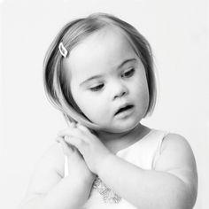 Ik heb sinds 2004 mijn kinderfotografie studio in Haarlem. Ik fotografeer in zwart wit, betoverend- of naturel kleur. De printtechnieken vernieuwen continue.