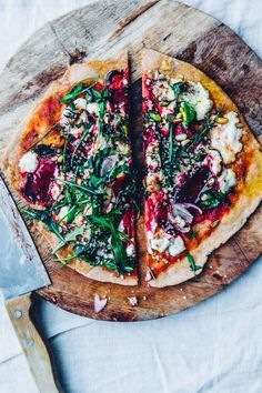Thin crust spelt pizza with beet & chèvre (vegan option)