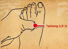 Reflexology uses pressure points on your feet, hands and ears to relieve ailments to specific areas throughout the body. Learn to locate those points. Liver Cleanse, Liver Detox, News Health, Health Diet, Health Care, Foot Pressure Points, Abdominal Distension, Lumbar Pain, How To Relieve Nausea