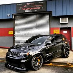 Wow check out this hip photo - what an ingenious type Jeep Srt8, Jeep Grand Cherokee Srt, Jeep Wrangler Lifted, Lifted Jeeps, Jeep Wranglers, Auto Jeep, Jeep Cars, Jeep Truck, Us Cars