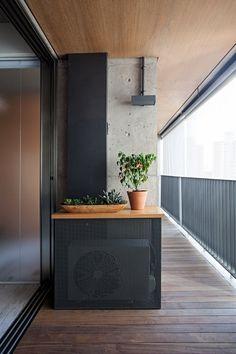 Estilo escandinavo e marcenaria marcam decoração de apartamento