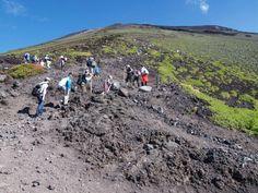 新七合目の御来光山荘が見えてきました。富士宮口五合目|富士山登山ルートガイド。Mount Fuji climbing route guide