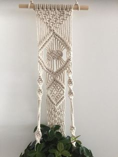 Macramé plante cintre décoration murale Tenture murale Wall Plant Hanger, Plant Wall, Beautiful And Twisted, All Plants, Cotton Rope, Plant Holders, Hanging Planters, Decoration, Wall Decor