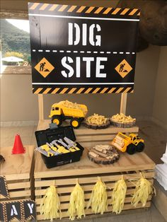 Construction Party Ideas Construction Party Decorations intended for Construction Birthday Party Ideas - Party Supplies Ideas Second Birthday Ideas, 1st Boy Birthday, 4th Birthday Parties, Construction Party Decorations, Construction Birthday Parties, Construction Party Games, Digger Party, First Birthdays, Party Supplies