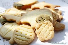 Today is National Animal Crackers Day. Animal crackers were a treat my father would get us when we went shopping with him. My children's favorite snack growing up was animal crackers and since they have grown they now share that treat with their children. Cookie Factory, Healthy Crackers, Teething Biscuits, Mexican Bread, Butter Pecan Cookies, Rice Cakes, Eat Dessert First, Cookie Recipes, Food And Drink