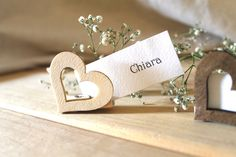 place cards for wedding yourself - original ideas and suggestions - -Make place cards for wedding yourself - original ideas and suggestions - - Segnaposto matrimonio Segnaposto in legno Chiudipacco rustic Wedding Themes, Wedding Cards, Wedding Gifts, Wedding Decorations, Support Photo, Creation Deco, Wooden Gifts, Shabby Chic Style, Wedding Season