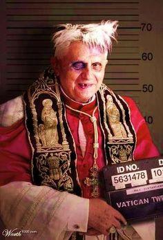 """F@*K LE PAPE... QUI EST DIEU ?    Dans son livre """"Qui est Dieu ?"""", Jean Soler, philosophe érudit et méconnu, s'attaque aux trois religions monothéistes. Un livre décapant qui fait faire débat. Michel Onfray, philosophe en rajoute et Daniel Salvatore Schiffer réplique à ceux qui taxent Onfray d'antisémitisme.    http://meteopolitique.com/Plan/Fiches/societe/religion-et-spiritualite/Analyse/38/Jean-Soler-Michel-Onfray-philosophes-Dieu-unique.htm"""