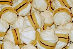 snow clouds - Schneewölkchen, a delicious recipe from the category biscuits & cookies. Ratings: Average: Ø - Cake Mix Cookie Recipes, Butter Cookies Recipe, Chip Cookie Recipe, Cupcake Recipes, Dessert Recipes, Snack Recipes, Cookies And Cream Cake, Cake Cookies, Cupcakes