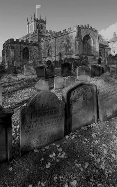 Medieval Barnard castle and cemetery, England. Some of the graves date back to the Beautiful Castles, Beautiful Places, Places To Travel, Places To See, Chateau Moyen Age, Photo Chateau, Barnard Castle, Chateau Medieval, Medieval Castle