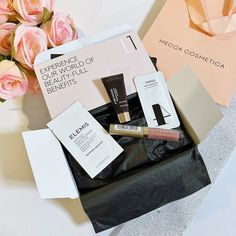 Max The Unicorn: Mecca Beauty Loop Level 1 Box Mecca Beauty, Argan Oil Face, Mecca Cosmetica, Stila Stay All Day, Josie Maran, Light Texture, Makeup Application, Beauty Full, Getting Old