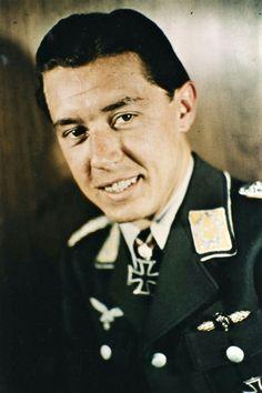 Oberleutnant Hans-Joachim Jabs (1917-2003), Flugzeugführer in Staffeloffizier in der 2./Zrestörergdgeschwader 76, Ritterkreuz 01.10.1940, Eichenlaub (430) 24.03.1944