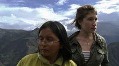 Storm över Anderna Josefin Augusta föddes 1988 i Sverige. Samma år dog hennes faster Augusta i Peru. Tillsammans med Abimael Guzman hade fastern bildat rörelsen Sendero Luminoso och startat ett inbördeskrig som varade i 20 år. 2010 reser Josefin till Peru för första gången för att söka sanningen om sin faster. Resan förändrar hennes liv för alltid.