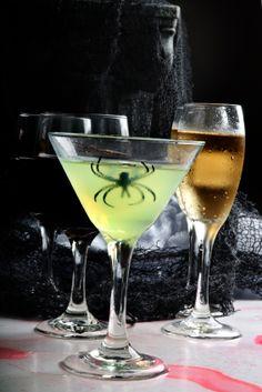 Esta receta de Martini de Manzana Tenebroso es ideal para las fiestas de disfraces, prepárala y sorprende a todos tus invitados con esta nueva idea.