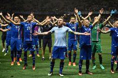 Euro 2016, l'Islanda batte l'Inghilterra: l'haka dei giocatori insieme ai tifosi