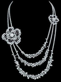 Collier Camelia Poudre de Chanel Joaillerie pour le film Anna Karenine Collier en or blanc de 18 carats serti de deux diamants ronds de 6,8 ...