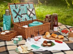 Picnic Baskets | Fitted Picnic Baskets | Picnic Accessories super cute for a weekend date ;)