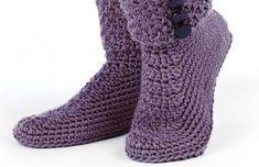Com o inverno a todo vapor nada melhor e mais reconfortante do que aquecer os pés com uma boa meia bem grossa e uma bela bota. E se você quiser inovar em seu visual invista em...