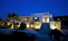 Are you looking for a luxury villa to rent for your holidays on Paros? We have many options for holiday villas and houses on Paros. Paros, Better Homes And Gardens, Architectural Digest, Luxury Villa, Greek Islands, Beach House, Home And Garden, Mansions, Architecture